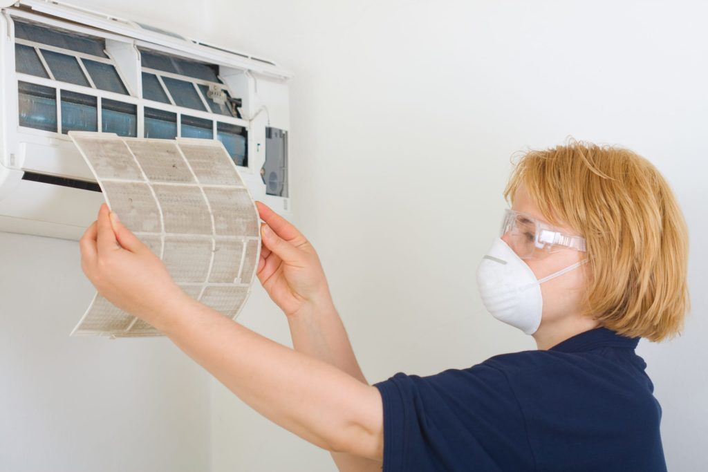 Cleaning air conditioner from dust